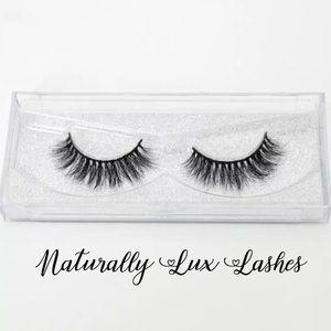 """Naturally Lux"" Luxury Mink Eyelash"
